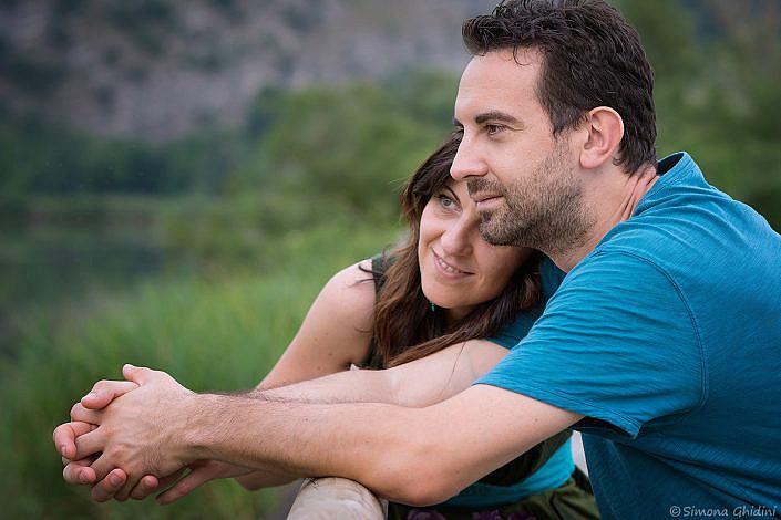 Servizio fotografico di coppia con sguardi
