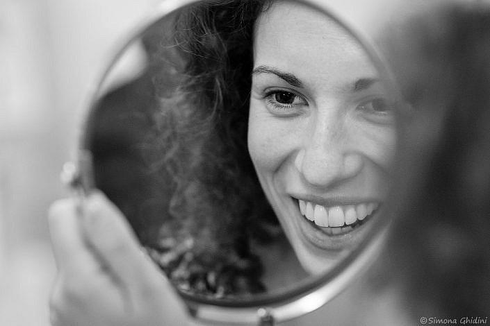 Servizio fotografico per matrimonio con preparazione sposa allo specchio