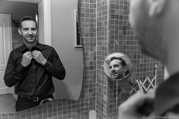 Servizio fotografico per matrimonio con preparazione sposo allo specchio